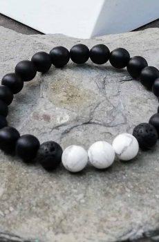 Black onys and white howlite beaded bracelet