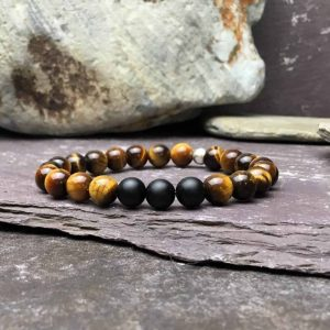 Tigers eye and onyx bead bracelet