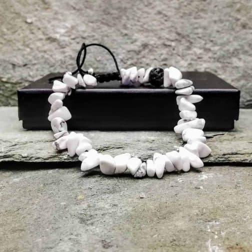 White howlite chip beaded bracelet